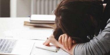 Die ganze Zeit müde? Möglicherweise ist Nebennierenschwäche die Ursache