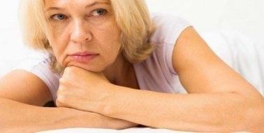 Mit schmerzhaftem Sex während der Menopause umgehen