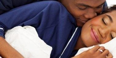 Studie beweist, dass es eine Verbindung zwischen Schlaf und Sex gibt